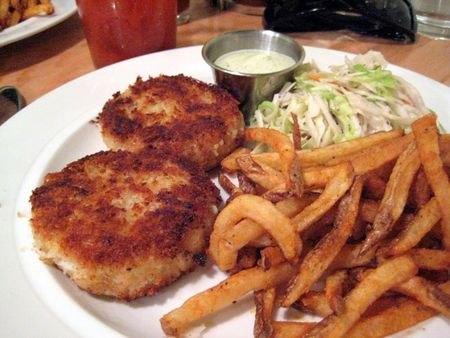 EF_Hank's_Oyster_Bar_Crab_Cakes