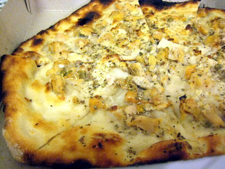 EF_Frank_Pepe_Pizza_Yonkers_Original_Clam_Pie_Mozzarella