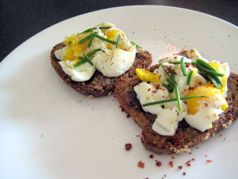 EF_Soft-boiled_eggs_hearty_toast