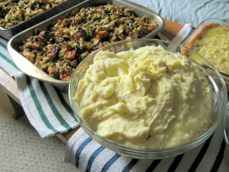 EF_Thanksgiving_2010_Garlic_Mashed_Potatoes